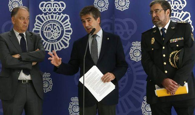 Cosidó quiere prohibir la difusión de imágenes de la policía en Internet